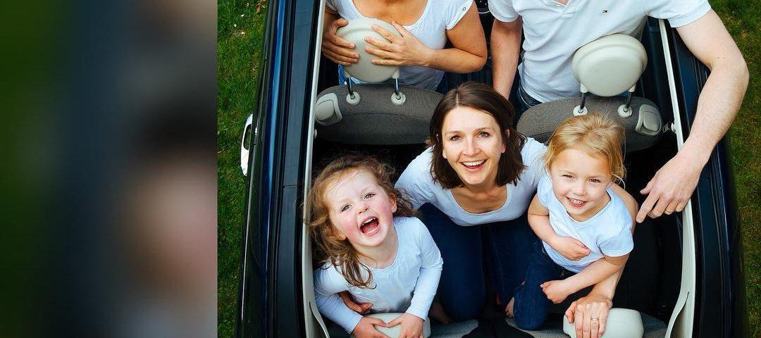 Como são as viagens ou passeios de carro em família? As crianças choram muito e ...