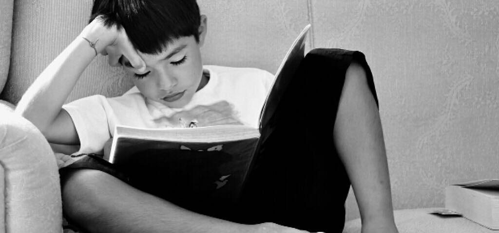 Dentre as muitas dificuldades na educação do Brasil uma das mais desafiadoras é ...