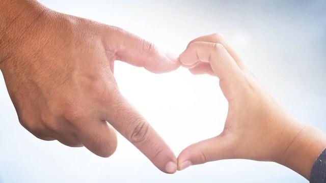 Feliz dia dos Pais a todos os papais. Pai de coração, pai que mãe, pai que pai, ...